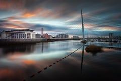 Rivière Tawe et pont en voile de Swansea Photographie stock libre de droits
