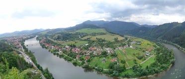 Rivière Vah près de Strecno, Slovaquie Images libres de droits