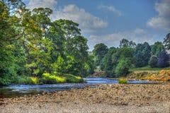 Rivière Wharfe en vallées de Yorkshire près d'abbaye de Bolton photo libre de droits