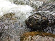 Rivières, eaux et roches Photographie stock