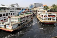 Rivières polluées au Bangladesh images libres de droits