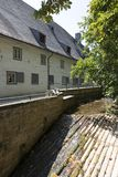 Rivier Abzucht die door het centrum van Goslar, Duitsland vloeien royalty-vrije stock foto's