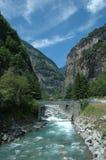 Rivier in Alpen Royalty-vrije Stock Afbeeldingen