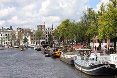 Rivier Amstel op een zonnige dag, Amsterdam Stock Foto's