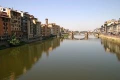Rivier Arno met P.te S.Trinita stock afbeeldingen