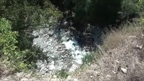 Rivier in bergen diep in Montenegro, Europa stock videobeelden