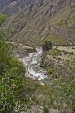 Rivier in canion Op Inca Trail aan Machu Picchu Ontzagwekkend hallo Royalty-vrije Stock Foto's