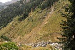 Rivier in de bergen royalty-vrije stock afbeeldingen