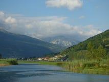 Rivier in de bergen van Montenegro, stad Plav Royalty-vrije Stock Fotografie