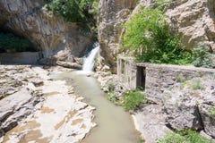 Rivier de bron van Dryanovska in Bulgarije stock afbeelding