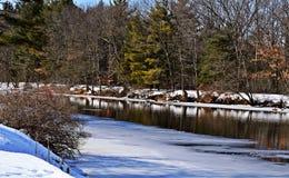 Rivier in de recente winter royalty-vrije stock fotografie