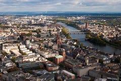 Rivier de van de binnenstad en Hoofd van Frankfurt Stock Afbeelding