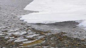 Rivier in de winter stock videobeelden