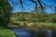 Rivier Derwent dichtbij Groene Moersleutel, Scarborough, North Yorkshire royalty-vrije stock foto