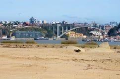 Rivier Douro en de stad van Porto stock afbeelding