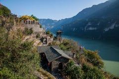 Rivier Drie Kloven Dengying Xia van Hubeiyiling Yangtze in het van de Klovenmensen ` van ` Drie plattelandshuisje van de Bedelaar Stock Fotografie