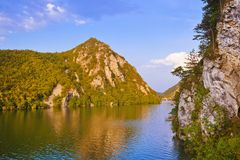 Rivier Drina - nationaal aardpark in Servië stock afbeeldingen