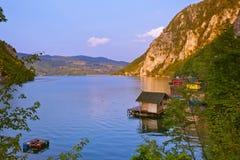 Rivier Drina - nationaal aardpark in Servië stock foto