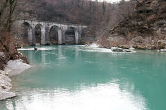 Rivier en brug Stock Afbeelding