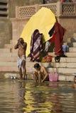 Rivier Ganges in Varanasi - India stock foto's