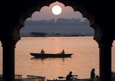 Rivier Ganges - Zonsopgang - India Stock Afbeeldingen