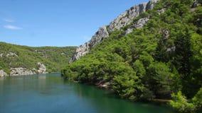 Rivier in het Nationale Park van Krka, Kroatië stock footage