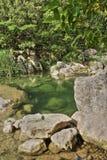Rivier lauquet in Corbieres, Frankrijk stock foto's