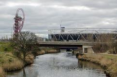 Rivier Lea, Baan en het Stadion van Londen, Stratford stock foto's