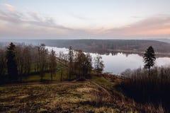 Rivier Nemunas in de stad van Birstonas, Litouwen Stock Foto