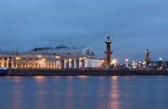 Rivier Neva, Vasilevsky-Eiland, St. Petersburg, Rus Stock Afbeeldingen