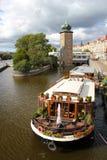 Rivier Praag en Vltava Stock Afbeeldingen