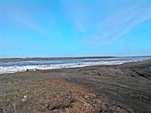 Rivier in Siberië Stock Afbeeldingen