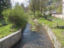 Rivier Sinn in Slechte Brueckenau stock foto's