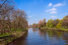 Rivier Taff in Bute-Park in Cardiff, Wales stock foto's