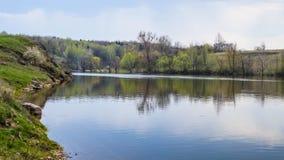 Rivier ` Teterev ` in de Oekraïne, stad Chudnyv royalty-vrije stock fotografie