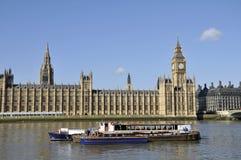 Rivier Theems en Huizen van het Parlement, Londen Royalty-vrije Stock Afbeeldingen