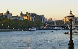 RIVIER THEEMS EN STAD VAN LONDEN Royalty-vrije Stock Fotografie