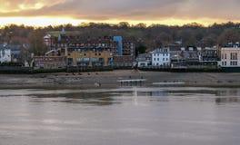 Rivier Theems in Greenwich met roeiers en het roeien boten Stock Afbeelding