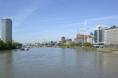 Rivier Theems in Vauxhall, Londen, Engeland Stock Foto's
