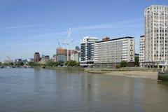 Rivier Theems in Vauxhall, Londen, Engeland Stock Afbeeldingen