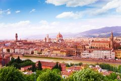 Rivier, torens en kathedralen van Florence stock foto