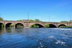 Rivier Trent en Trent Bridge, Burton op Trent stock foto's