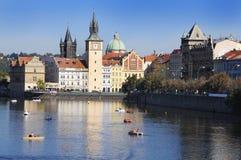 Rivier Vltava en stad van Praag. Europa. Stock Afbeeldingen
