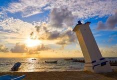 Riviera för Puerto Morelos soluppgångfyr Maya arkivbilder