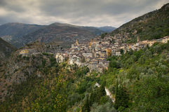 Riviera francesa, pueblo de Saorge: encanto de la ciudad medieval Imagenes de archivo