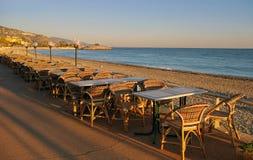 Riviera francese: sera di inverno nella località di soggiorno Menton Immagini Stock Libere da Diritti