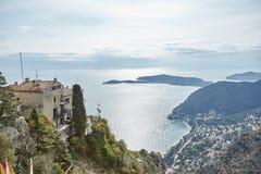 Riviera-Küstenansicht von der Spitze des Felsens Stockfotos
