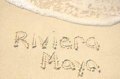 Riviera Maya die in Zand op Strand wordt geschreven Stock Foto