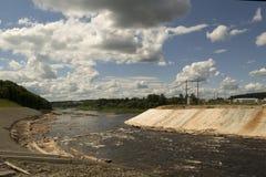 Rivierbed voor de bouw van dam wordt veranderd die Royalty-vrije Stock Foto's