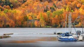 Riviere Heilige Maurice in de herfsttijd dichtbij Grandes-Stapels royalty-vrije stock fotografie